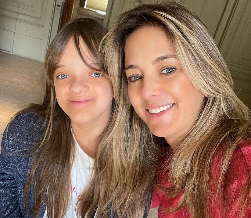 No clique, mãe e filha surpreendem pela semelhança. (Foto: Instagram)