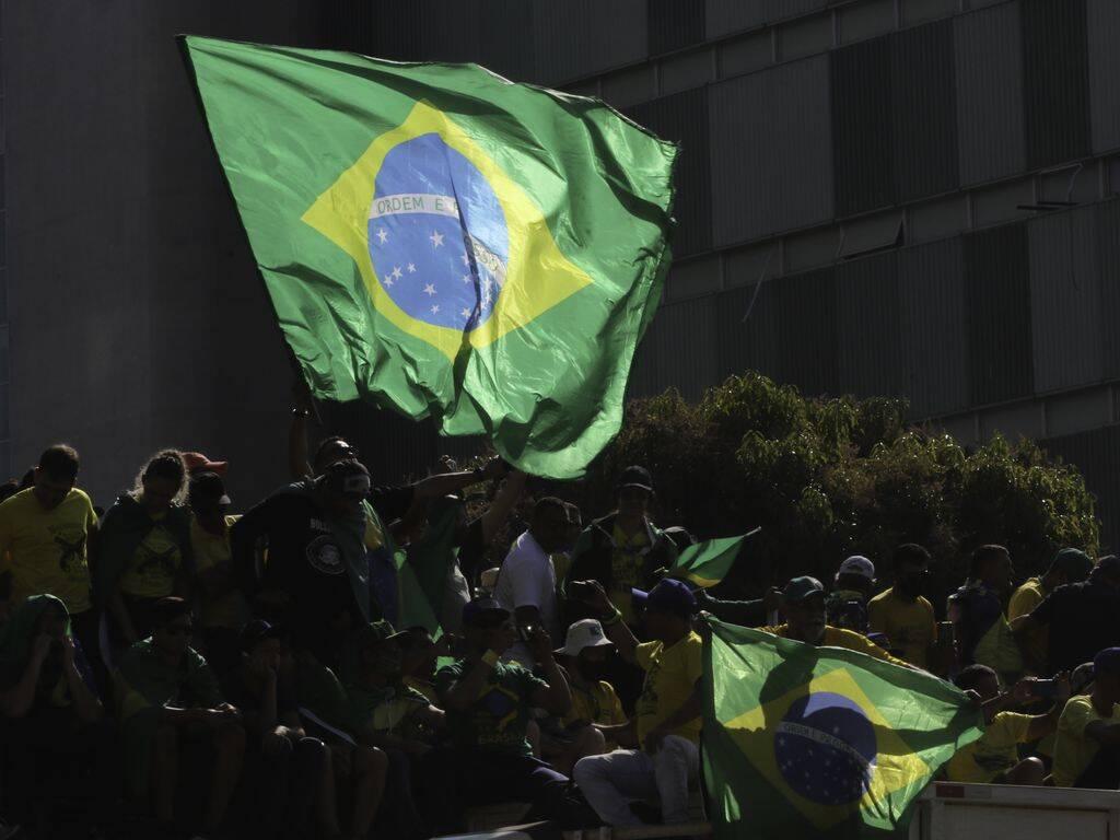 """""""Só pra dar aquela situada nos lunáticos que foram às ruas hoje apoiar o psicopata que ocupa a presidência da república. E não, eles não são muitos. 70% do povo brasileiro não apoia Bolsonaro"""", escreveu Mônica. (Foto: Agência Basil)"""