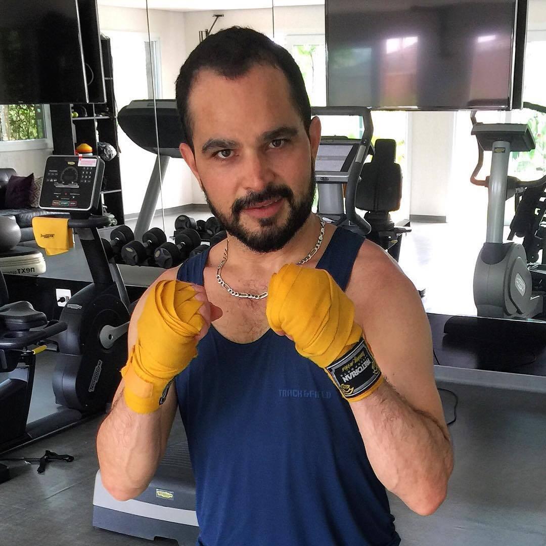 Luciano Camargo também entrou na lista de famosos que recorreram ao transplante capilar. (Foto: Instagram)
