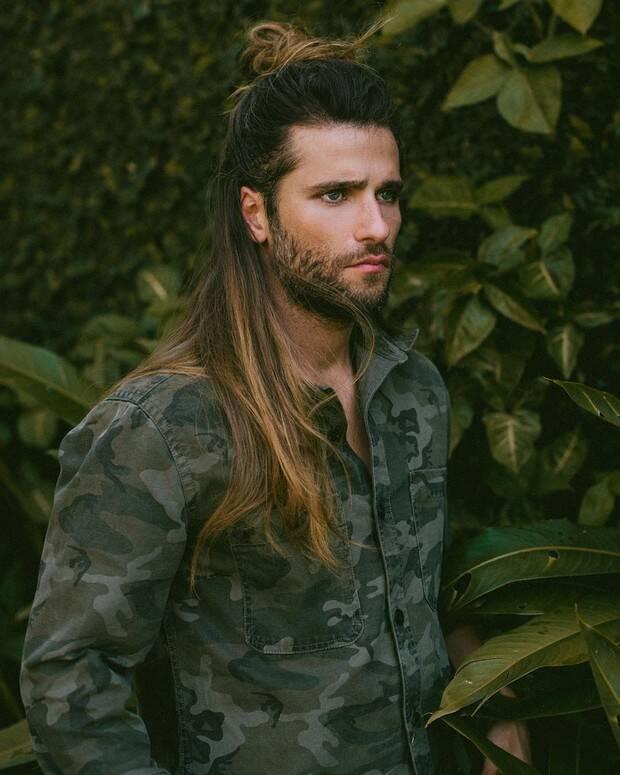 Bruno Gagliasso já inovou muito no visual, chegando a adotar os cabelos longos com mechas loiras. (Foto: Instagram)