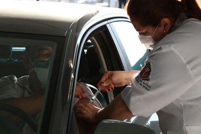 A prefeitura de São Paulo começou a aplicação na última segunda-feira (27), em pessoas acima de 70 anos. (Foto: Agência Brasil)