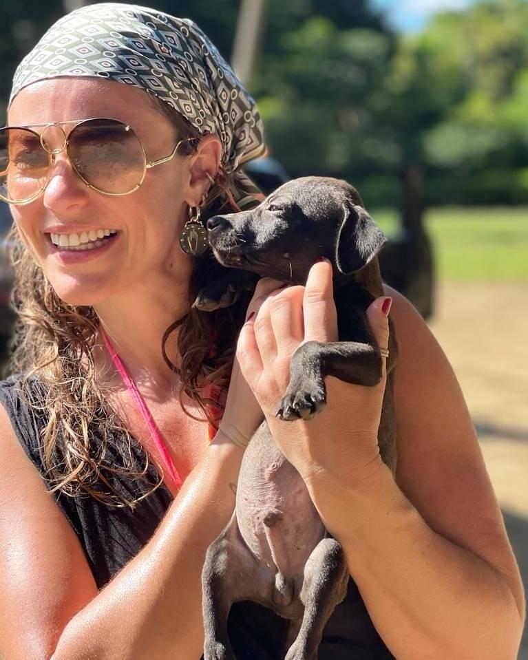 Paolla Oliveira abraça muitos projetos sociais. Ela é madrinha da Paraíso dos Focinhos, uma ONG que resgata e protege animais de rua. (Foto: Instagram)