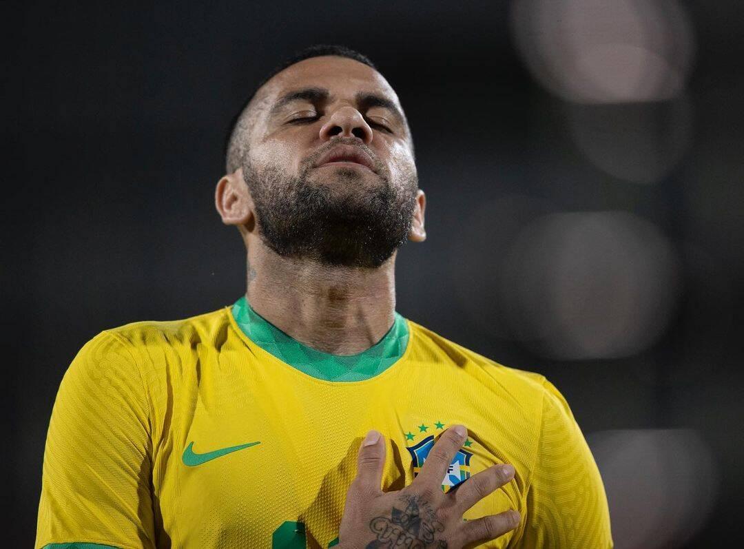 """O recém campeão olímpico publicou um texto iniciado pelo slogan da campanha política do presidente: """"Brasil acima de tudo, Deus acima de todos"""". (Foto: Instagram)"""