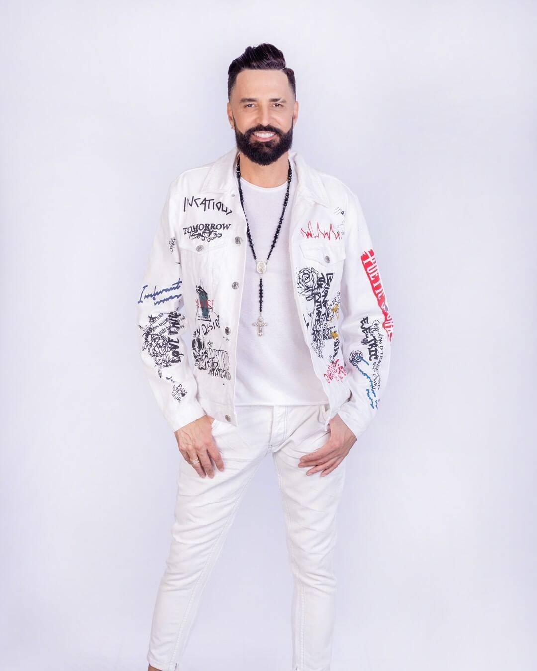 Latino já casou com a modelo Rayanne Morais, com Mirella Santos e com a cantora Kelly Key. Atualmente ele esta noivo de Rafaella Ribeiro. (Foto: Instagram)