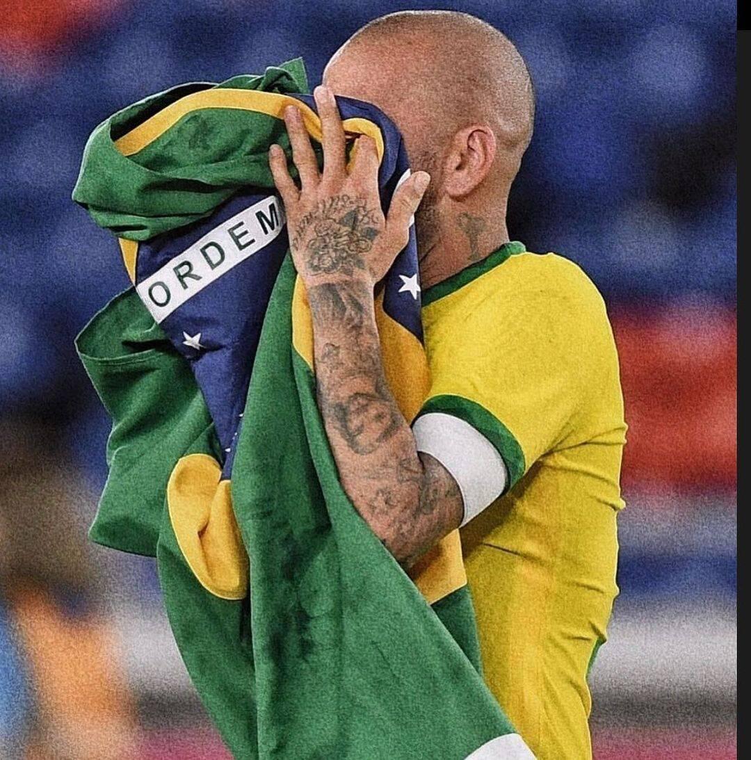 O jogador de futebol Daniel Alves, usou seu Instagram para deixar seu apoio as manifestações. (Foto: Instagram)