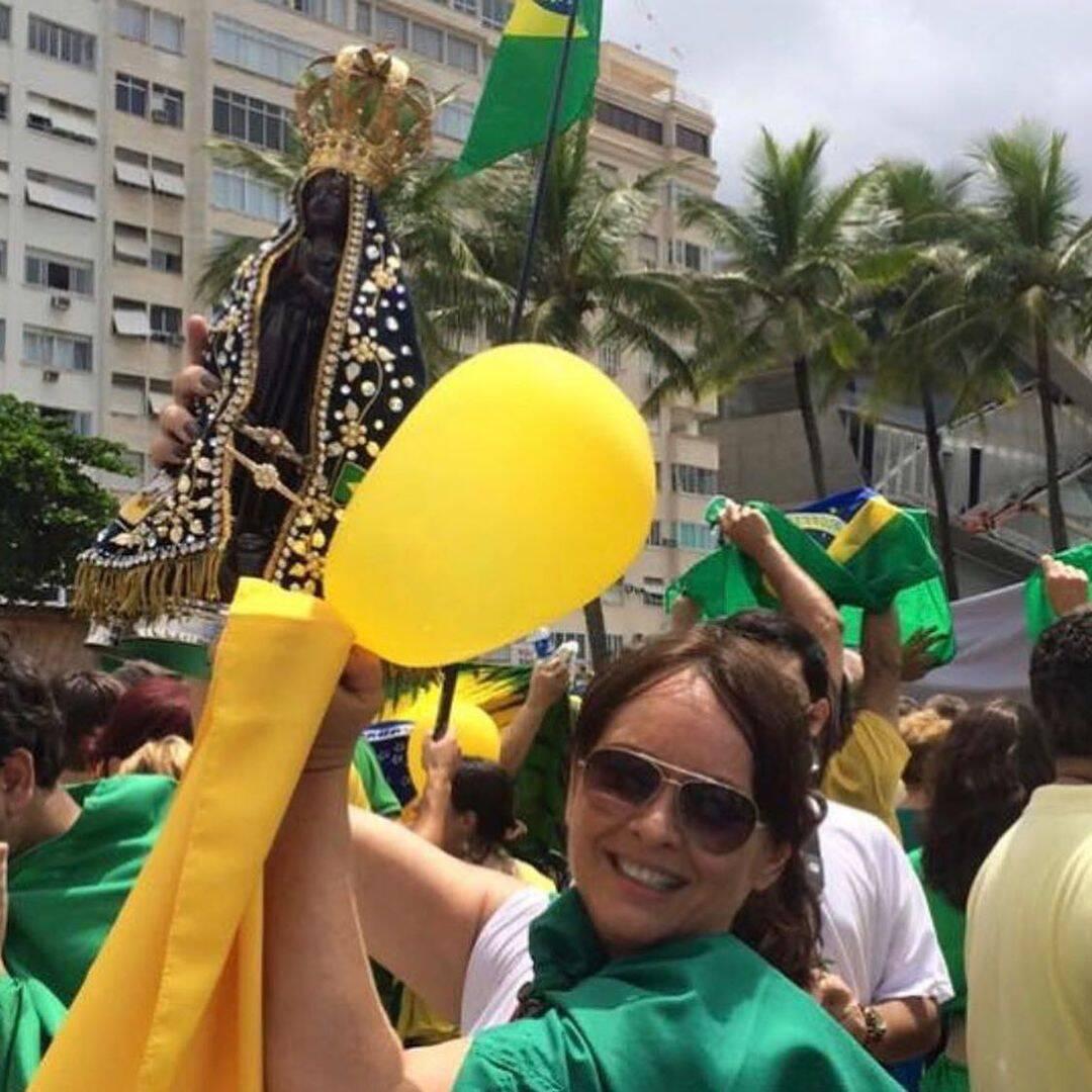 """A atriz Myrian Rios publicou imagens para ilustrar seu apoio as manifestações. """"Viva o BRASIL. Quero para nosso país, saúde, educação, paz e prosperidade sempre!"""", declarou. (Foto: Instagram)"""