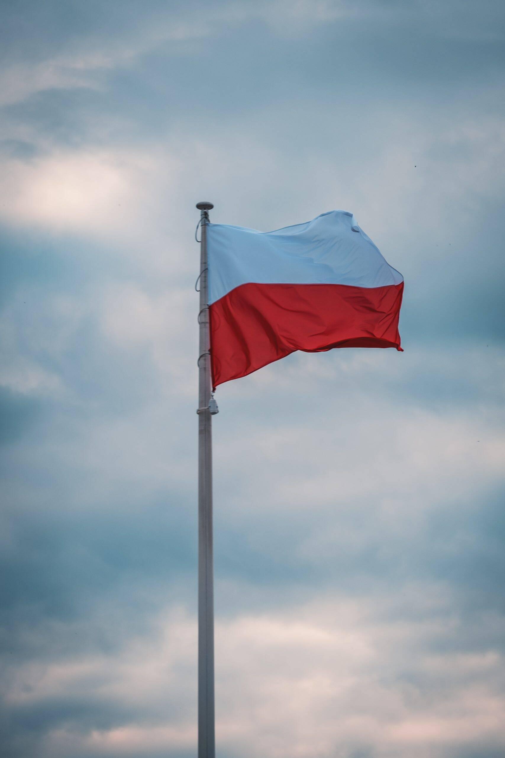 Polônia ocupa a 18° posição. Para incentivar a vacinação no país, o governo criou uma loteria com prêmio em dinheiro de até R$ 1,45 milhão. (Foto: Unsplash)