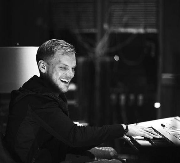 """No UMF Miami de 2012, Avicii foi apresentado por Madonna e ainda estreou um remix de """"Girls Gone Wild, música da cantora. (Foto: Instagram)"""
