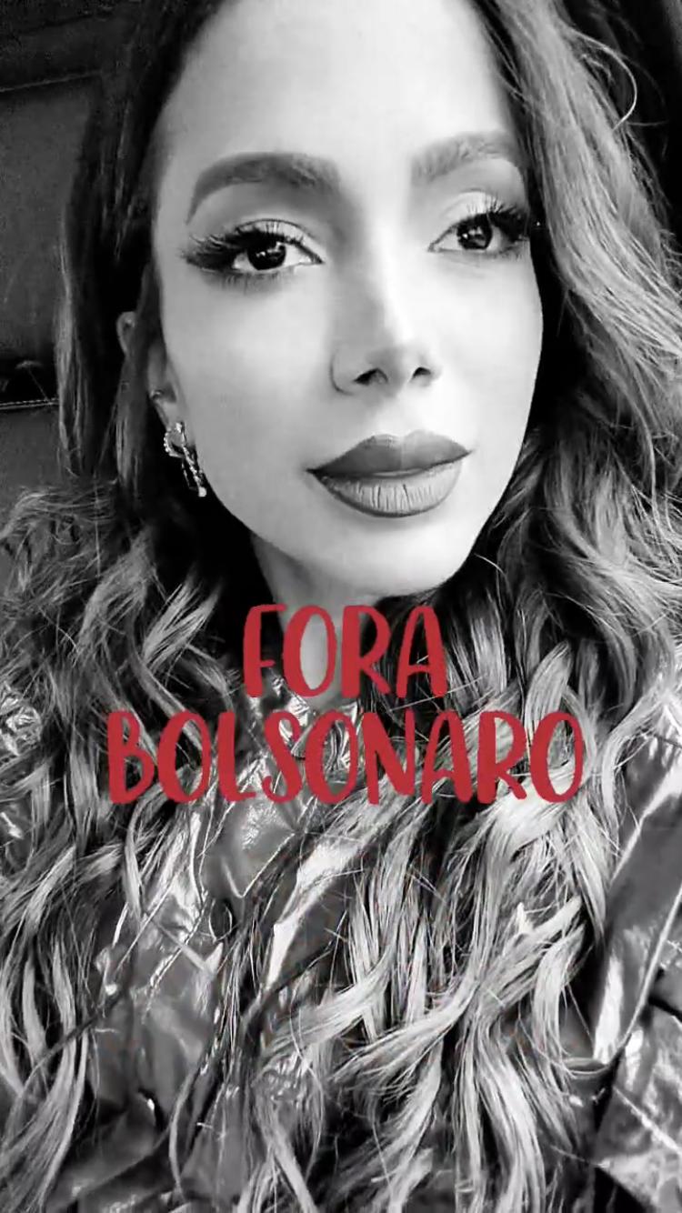"""""""Nesse momento que eu acho que a gente não está tendo nem independência, nem liberdade, elas estão celebrando o que exatamente? O que está rolando de bom? O Brasil está bom em qual aspecto? O que está rolando de bom para celebrar? Não estou entendendo, estou muito confusa"""", indagou a cantora. (Foto: Instagram)"""