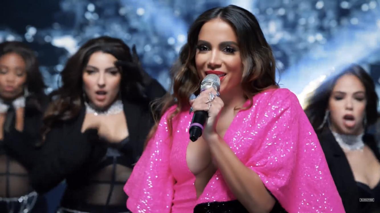O motivo da ausência de Anitta, foi porque sua apresentação tratava-se de um comercial em parceria com o Burger King, que foi exibido apenas nos Estados Unidos, durante o intervalo da premiação. (Divulgação/MTV)