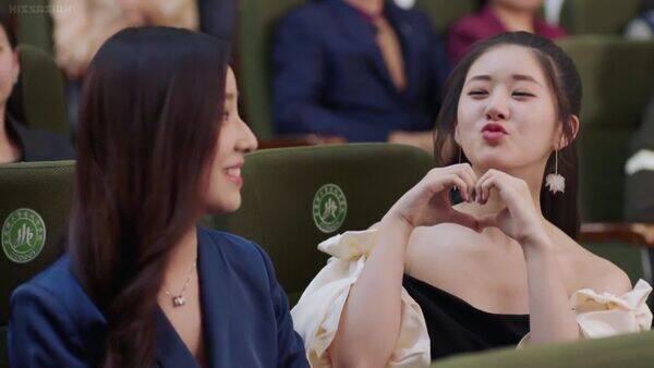 I Hear You - Bei Er Duo, uma garota de uma família comum, sonha em estudar no Japão para ser um dublador profissional. No entanto, sua mãe quer que ela se case com ela enquanto ela é jovem, levando a encontros cegos contínuos que irritam Bei Er Duo. (Foto: Divulgação)