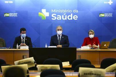 Inicialmente o Ministério da Saúde liberou a terceira dose para idosos e pessoas com a imunidade comprometida. (Foto: Agência Brasil)