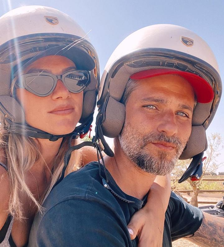 """""""Mais de uma década juntos e sempre me apaixonando, admirando seus detalhes e pensando no quanto sou um cara de sorte"""", concluiu Gagliasso. (Foto: Instagram)"""