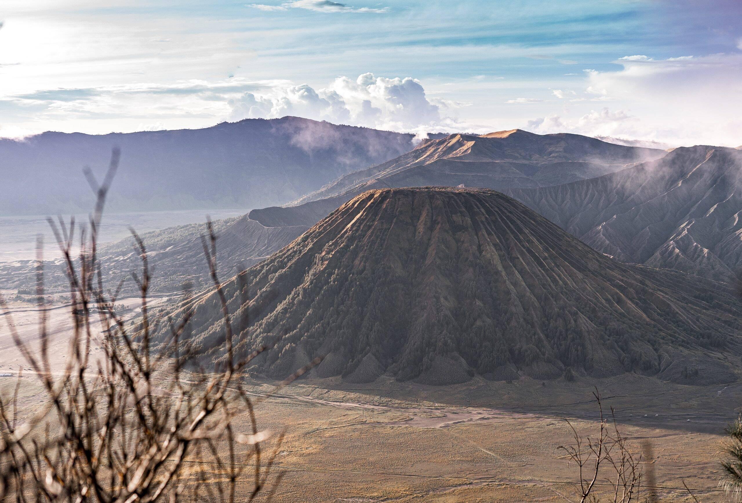 Tudo começou com o vulcão Cumbre Vieja, que estava adormecido há décadas, começou a aumentar os movimentos sísmicos no dia 11 de setembro. (Foto: Unsplash)