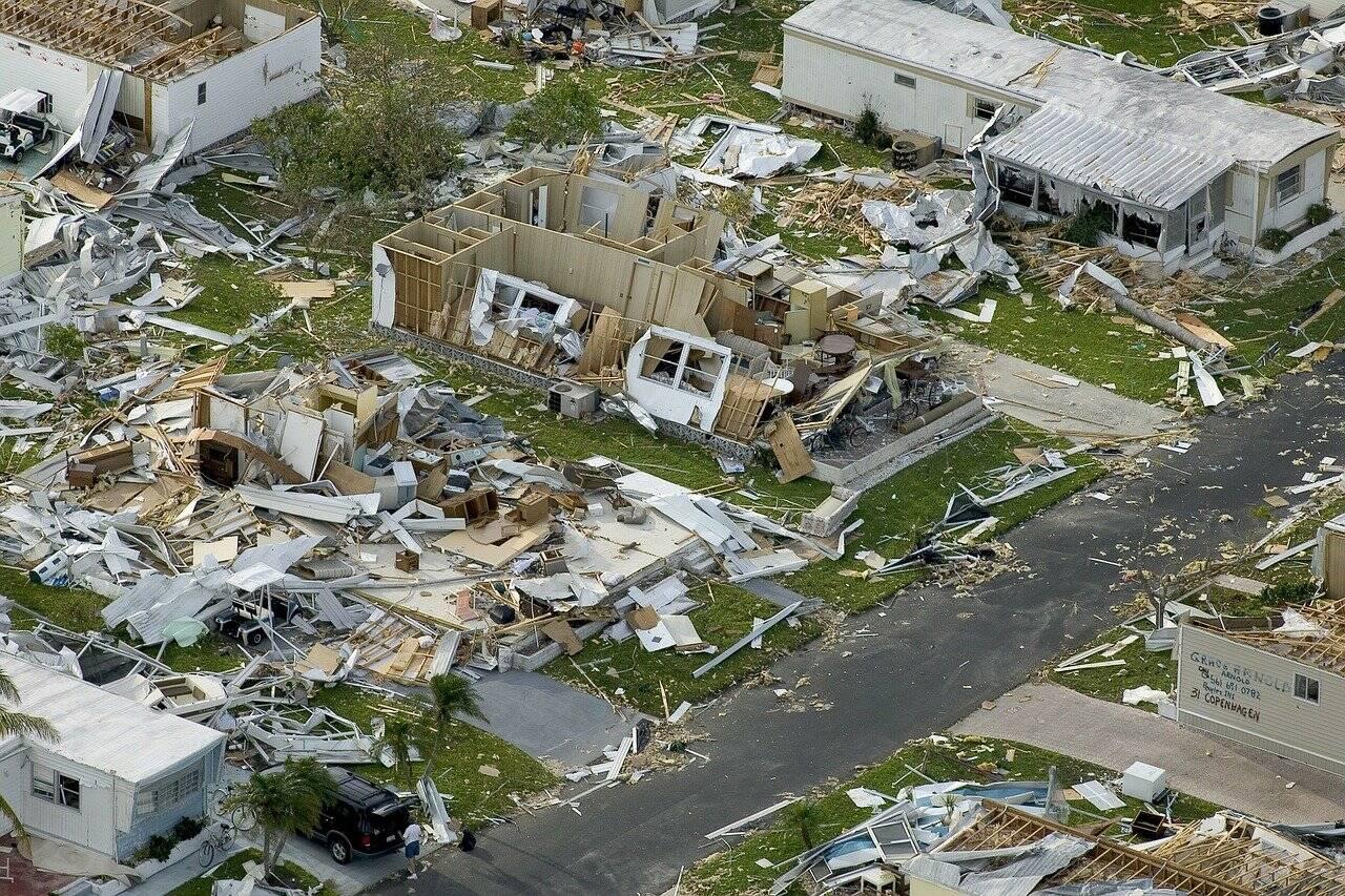 Mais de 3 mil casas ficaram totalmente devastadas pela tragédia e 12 mil pessoas foram mortas. (Foto: Unsplash)