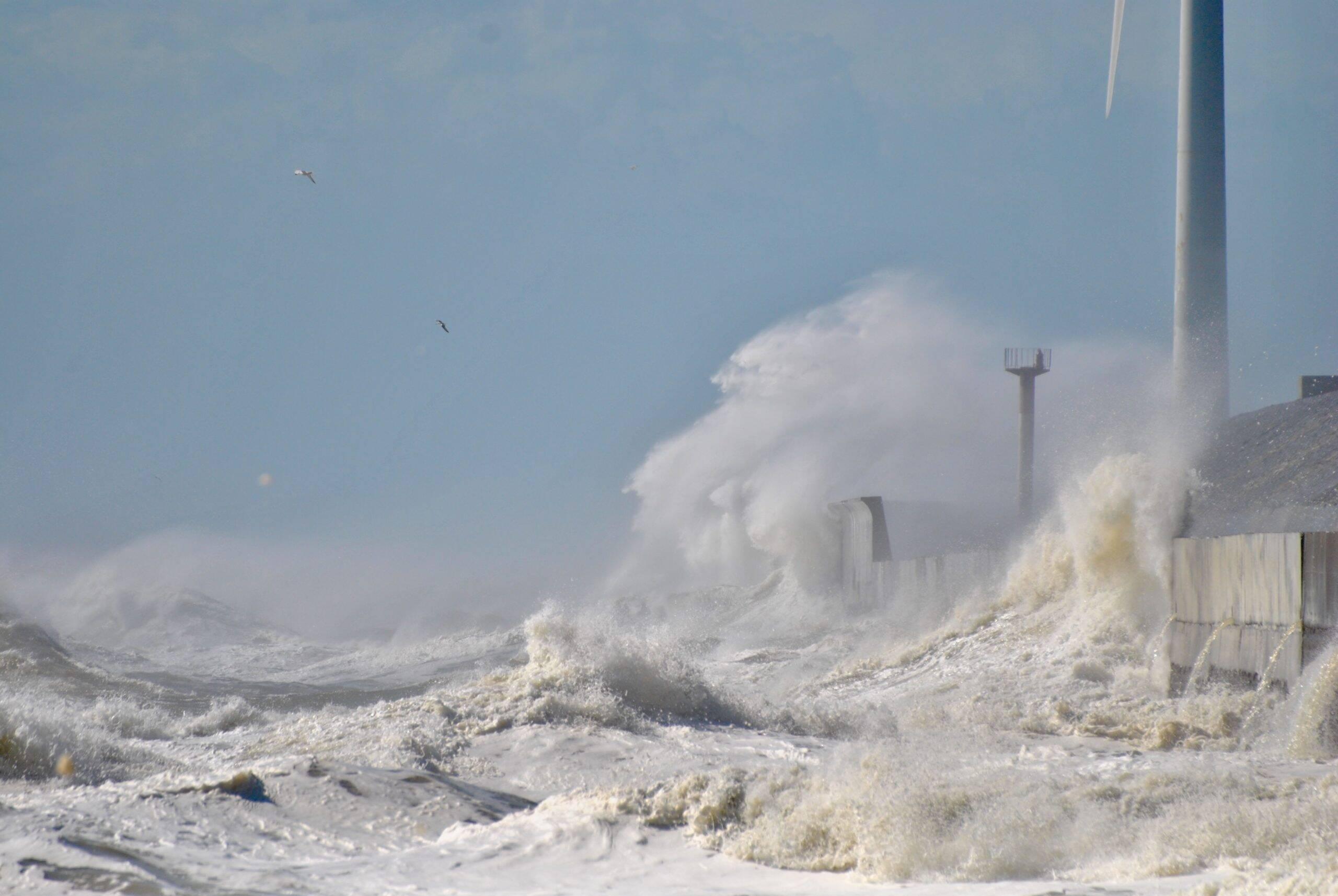As ondas de 21 metros, percorreram muitos lugares durante três dias, chegando atingir a Austrália. (Foto: Unsplash)