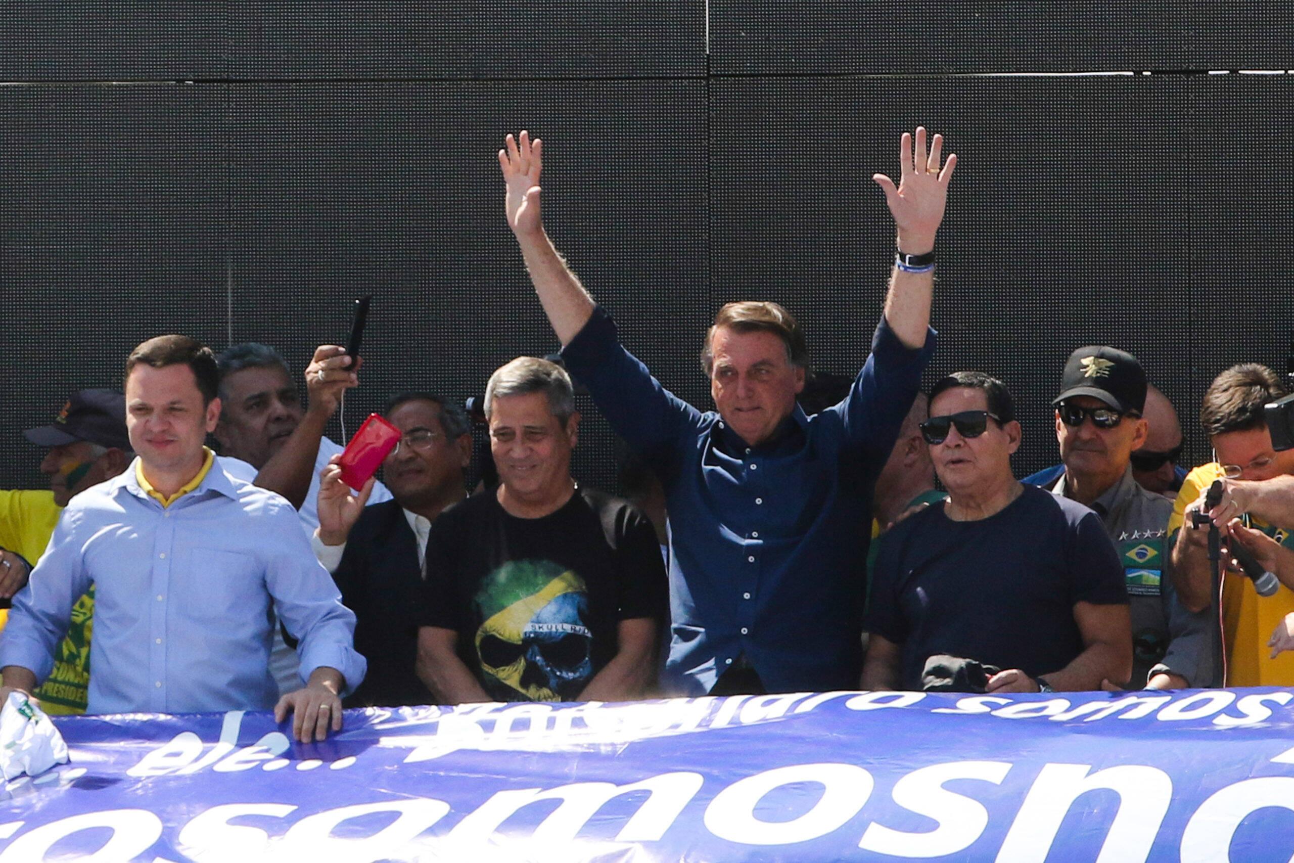 O presidente Jair Bolsonaro (Sem partido) foi as ruas de Brasília e de São Paulo discursar para seus apoiadores. (Foto: Agência Brasil)