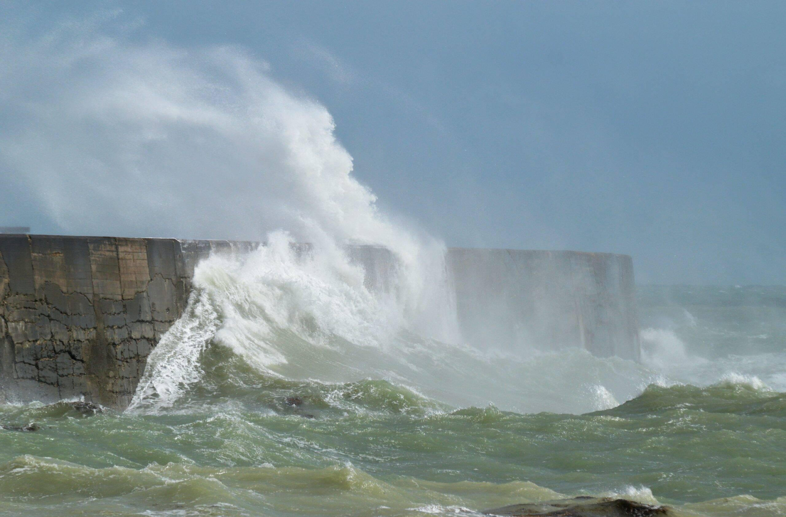 Em outubro de 1707, um tsunami de magnitude 8.4 atingiu Nankaido no Japão, matando 30 mil pessoas. (Foto: Unsplash)