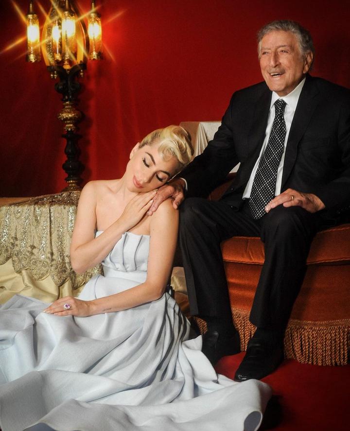 """A People destacou os visuais escolhidos para promover o filme """"House of Gucci"""" e na divulgação de seu novo álbum com Tony Bennett. (Foto: Instagram)"""
