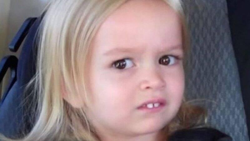 Após ser filmada pela própria mãe, Chloe Clem se tornou um grande sucesso na Internet em 2013 quando sua mãe anunciou que a família faria uma viagem para os parques da Disney. (Foto: Reprodução/YouTube)