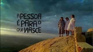 A Pessoa É Para O Que Nasce - O filme conta a história de três irmãs cegas que viveram a vida cantando e tocando ganzá em troca de esmolas nas cidades e feiras do nordeste do Brasil. (Foto: Divulgação)