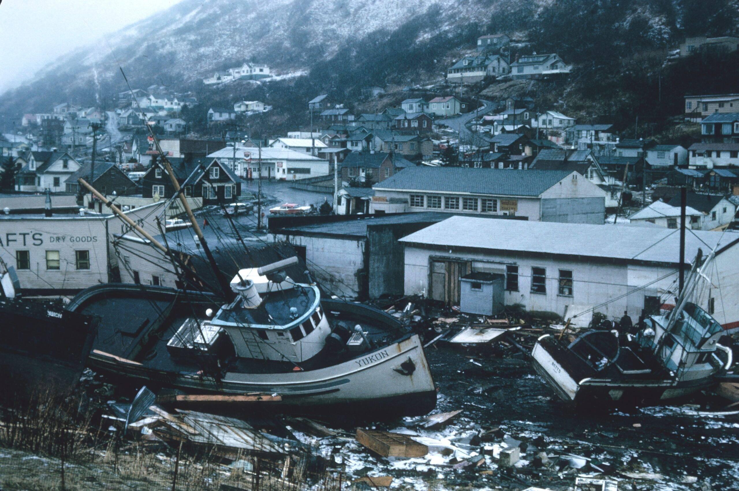 As ondas gigantes passaram destruindo tudo ao redor. A catástrofe deixou aproximadamente 230 mil mortos. (Foto: Unsplash)