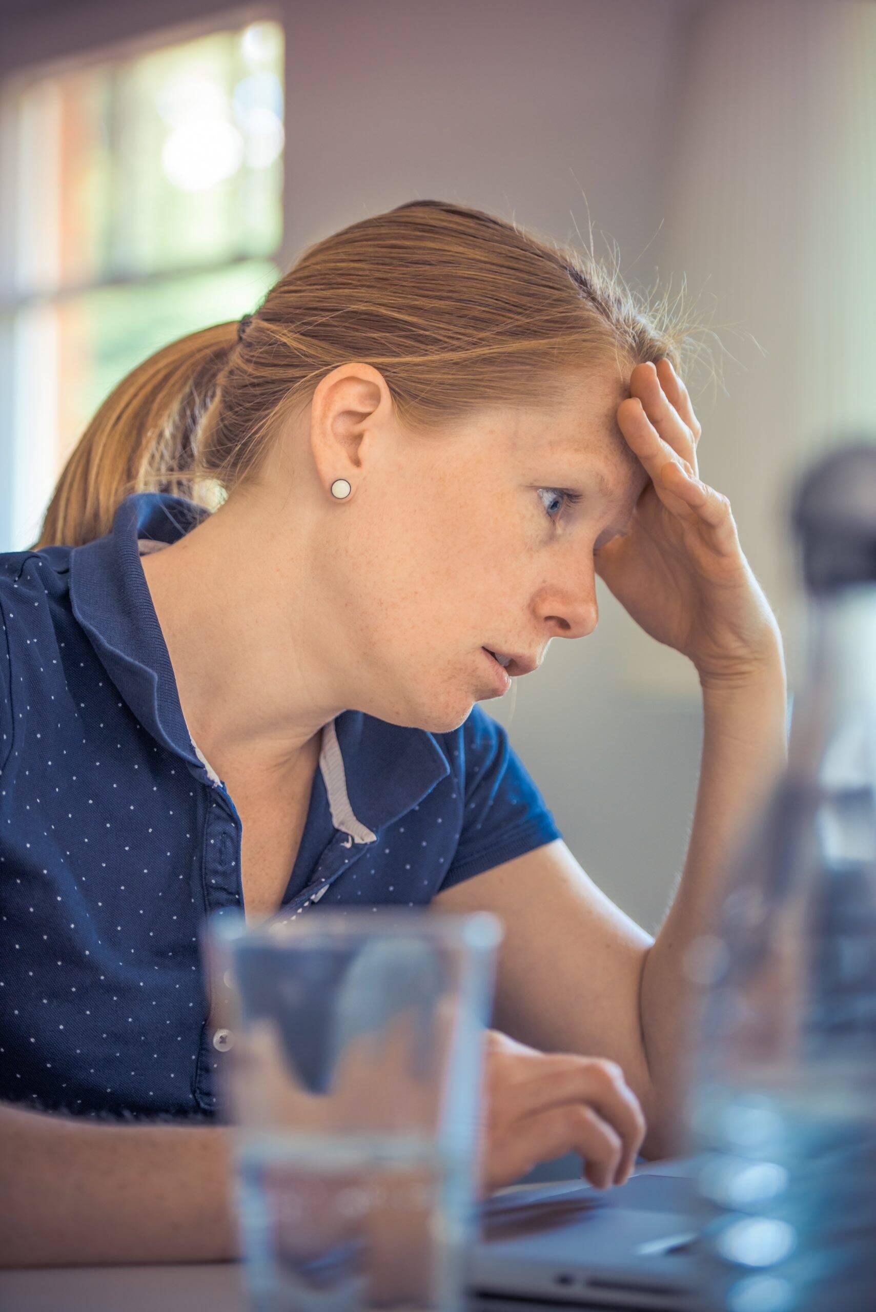 Segundo uma pesquisa do Datafolha, realizada no mês de agosto, quatro em cada dez brasileiros tiveram sintomas de ansiedade ou depressão durante o período de isolamento social. (Foto: Pexels)
