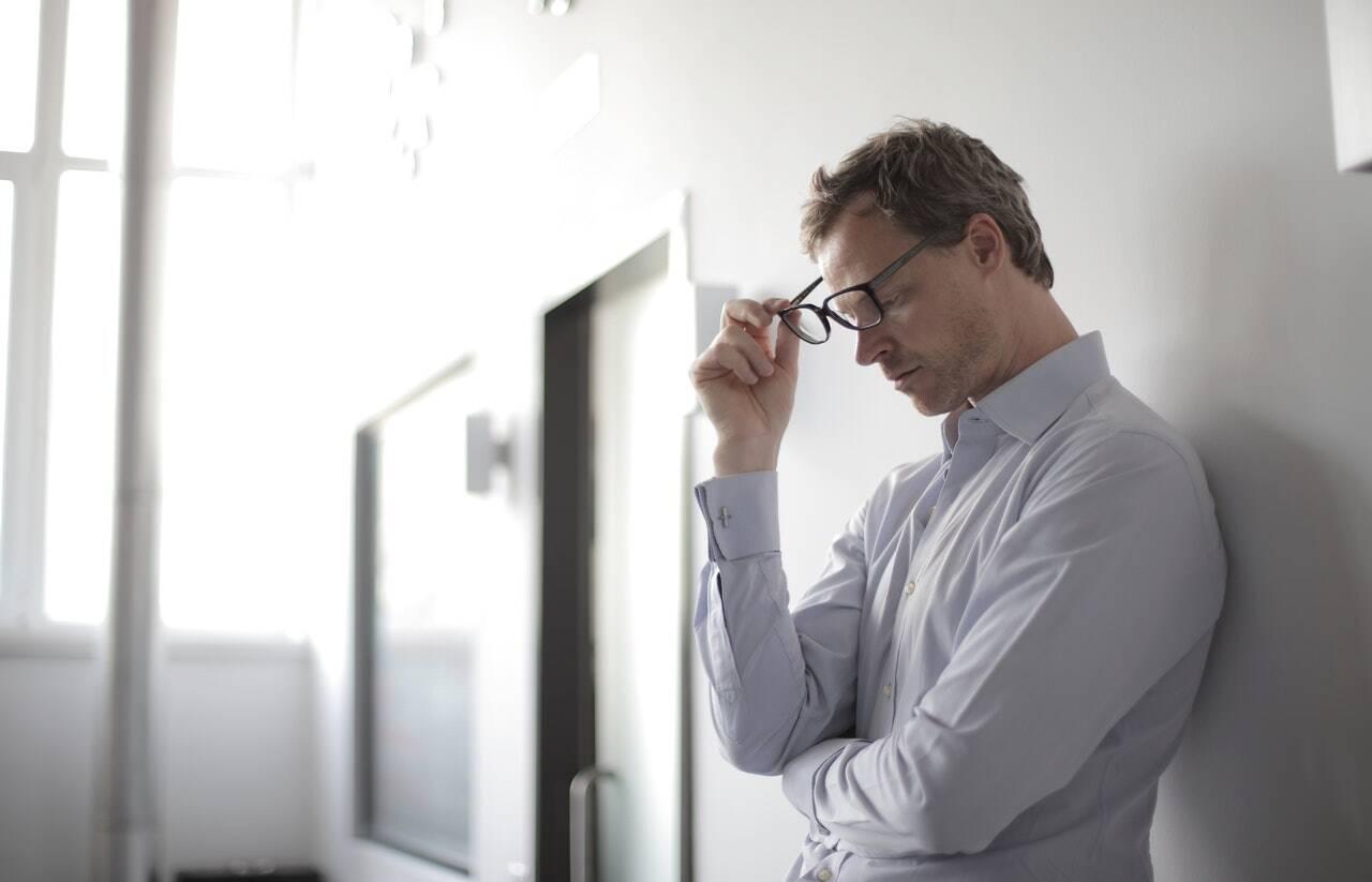A depressão causa também a perda de sono e apetite, além da falta de energia para realizar as mais simples atividades. (Foto: Pexels)