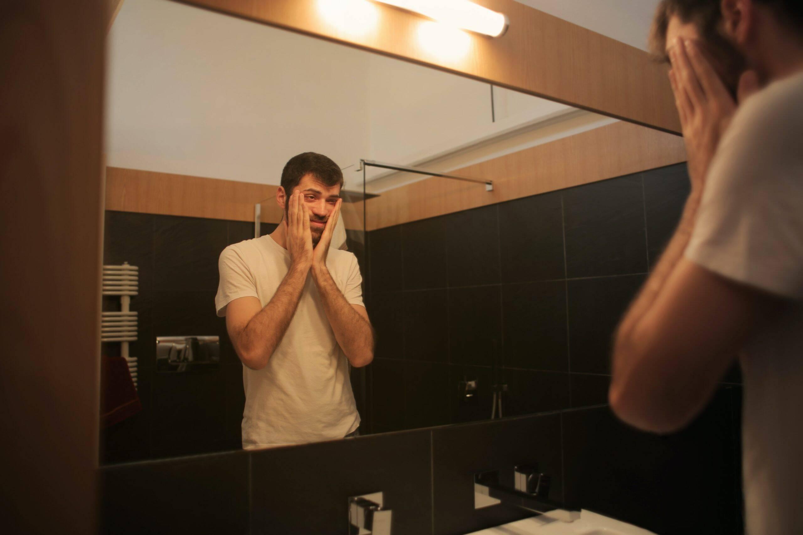 Logo depois, os sintomas podem ir evoluindo passando ao desânimo persistente e a baixa autoestima. (Foto: Pexels)