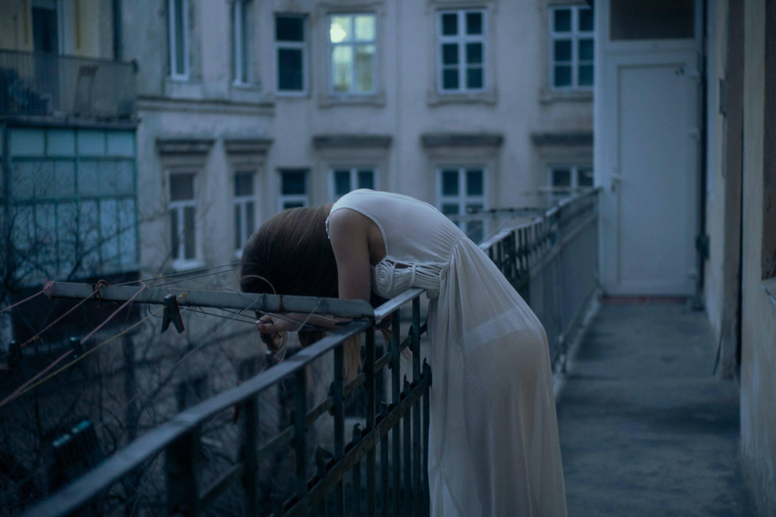 Em casos mais graves, os pacientes podem apresentar pensamentos suicidas. (Foto: Pexels)
