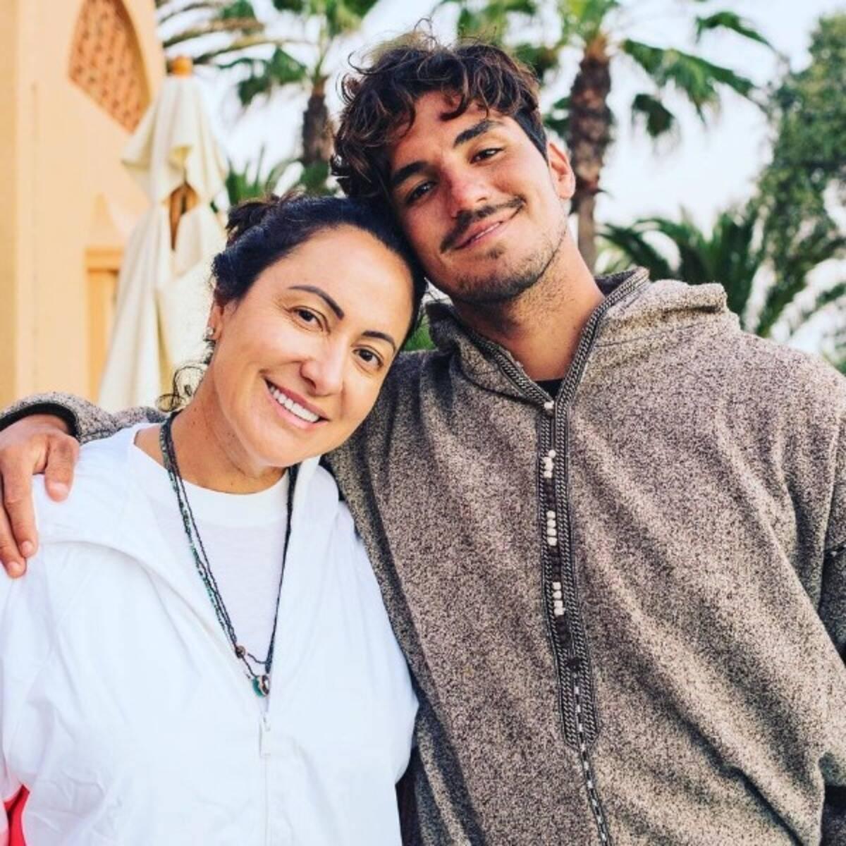 Simone Medina, mãe de Gabriel Medina, surpreendeu seus seguidores nesta quarta-feira (15), ao fazer uma publicação celebrando o tricampeonato do filho no mundial de surfe. (Foto: Instagram)