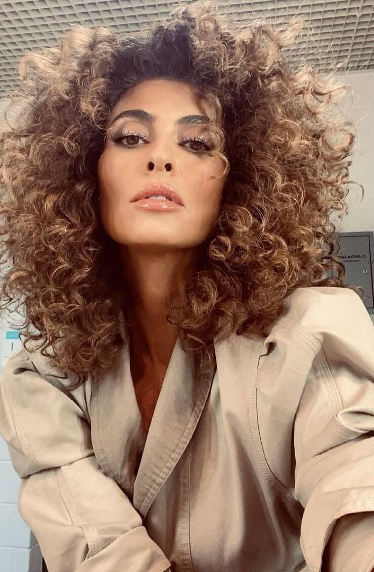 A atriz que era acostumada a aparecer com a cabelo bem liso, surpreendeu a todos ao surgir cacheada. (Foto: Instagram)
