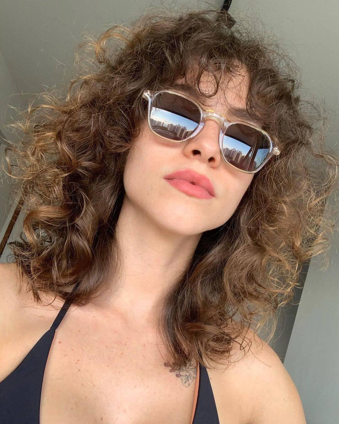 """A atriz resolveu deixar as químicas quando ainda estava no ar em """"O Sétimo Guardião"""", pois sua personagem não exigia tanta vaidade e ela poderia seguir com o processo sem se preocupar. (Foto: Instagram)"""
