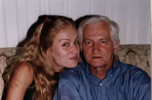 Angélica mais nova com o pai. (Foto: Instagram)