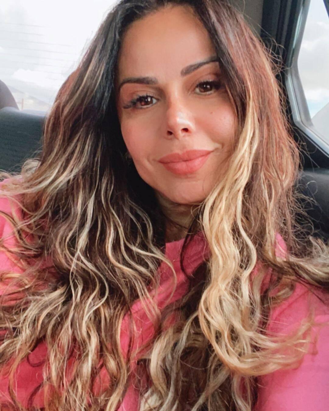 Inicialmente algumas informações de que Aline Riscado substituiria Viviane foram divulgadas, mas tudo não passou de boatos e ela continuará reinando nas passarelas. (Foto: Instagram)
