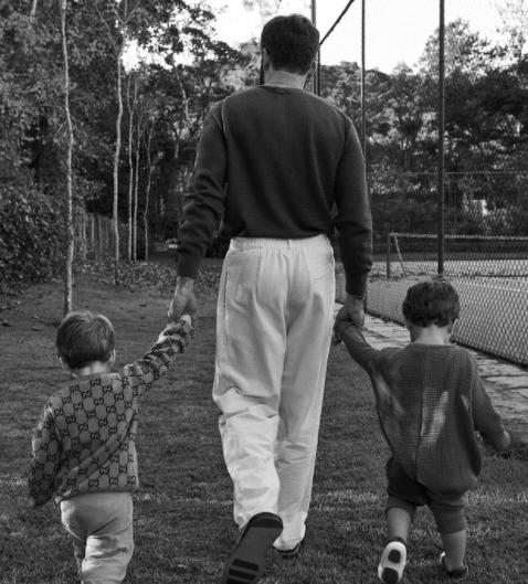 Na terça-feira (12) foi celebrado o dia das crianças, e o médico falou um pouco sobre seus herdeiros (Foto: Instagram)
