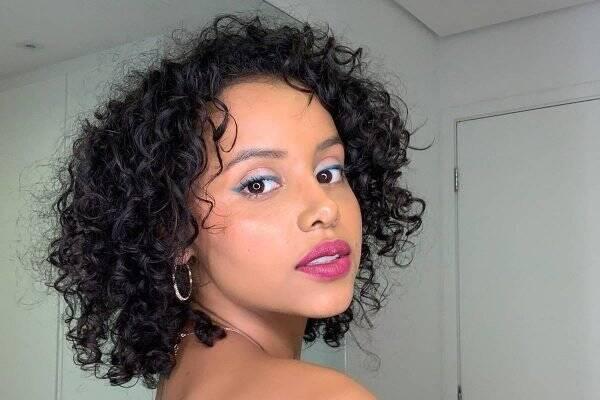Gleici afirmou que recebe muitos comentários afirmando que ela era muito mais bonita de cabelo liso, e isso fez com que diversas vezes pensasse em desistir. (Foto: Instagram)