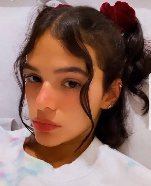 """No início de 2020, Bruna Marquezine decidiu abandonar as químicas e assumir seu cabelo natural. A atriz vinha alisando seu cabelo desde 2008, quando fazia a novela """"Negócios da China"""". (Foto: Instagram)"""