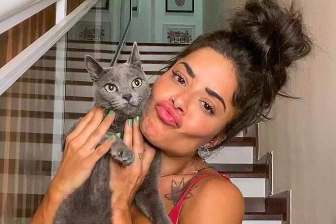 A modelo revelou que tem 16 gatos e 2 cachorros em sua casa no Rio de Janeiro (Foto: Instagram)