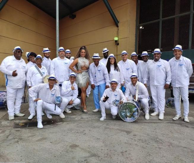 Ela começou na azul e branco de Madureira como passista mirim e já está a cinco anos no posto de rainha. (Foto: Instagram)