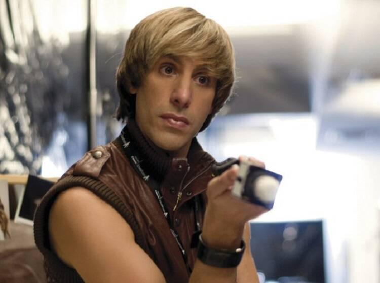 """""""Brüno"""" - Um repórter gay especializado em moda, vai movimentar o universo fashion na América. O longa-metragem é uma adaptação para o cinema de um personagem criado para a televisão por Sacha Baron Cohen. (Foto: Divulgação)"""
