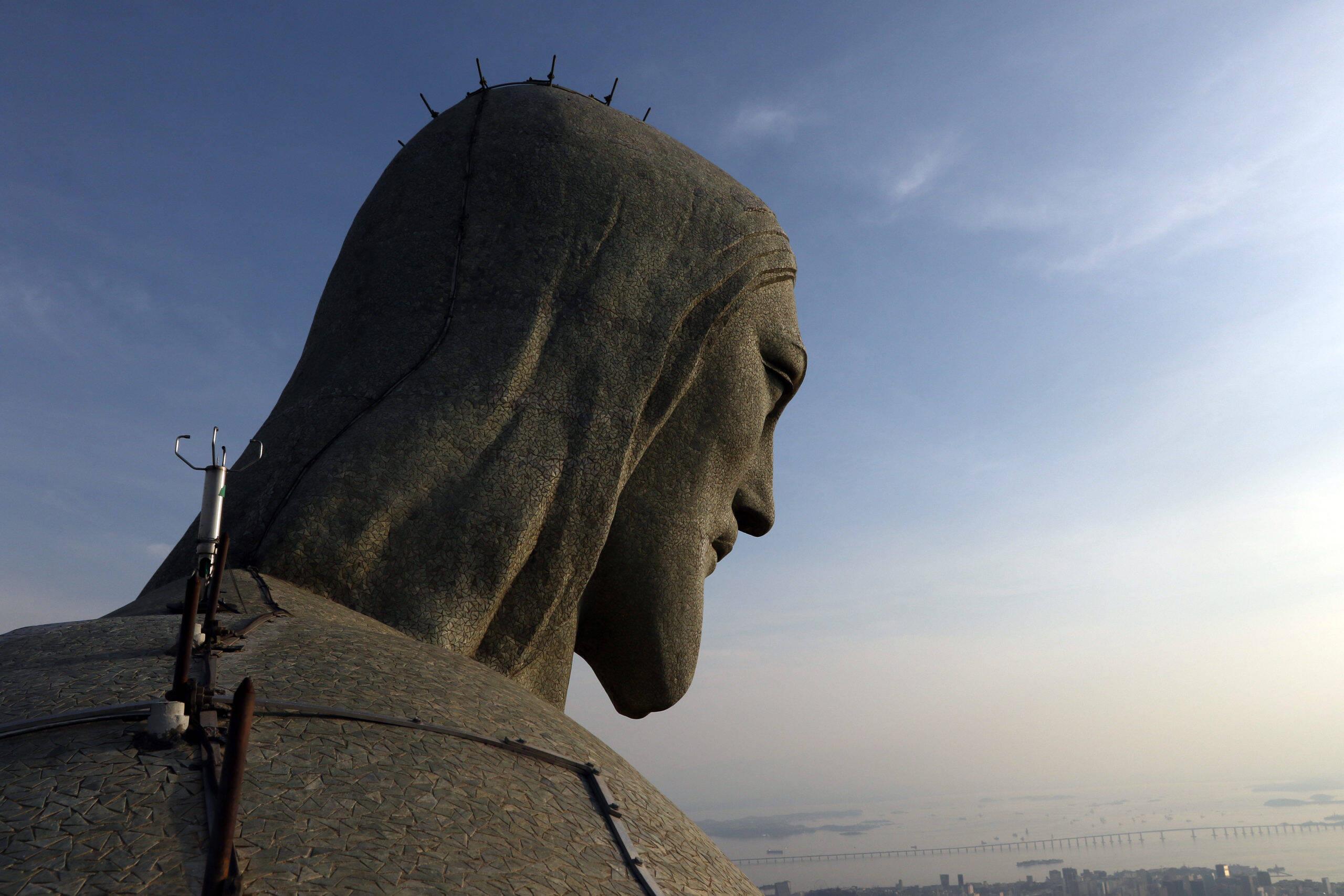 A cabeça do Cristo possui 3,75 metros e pesa 30 toneladas. (Foto: Tânia/Agência Brasil)