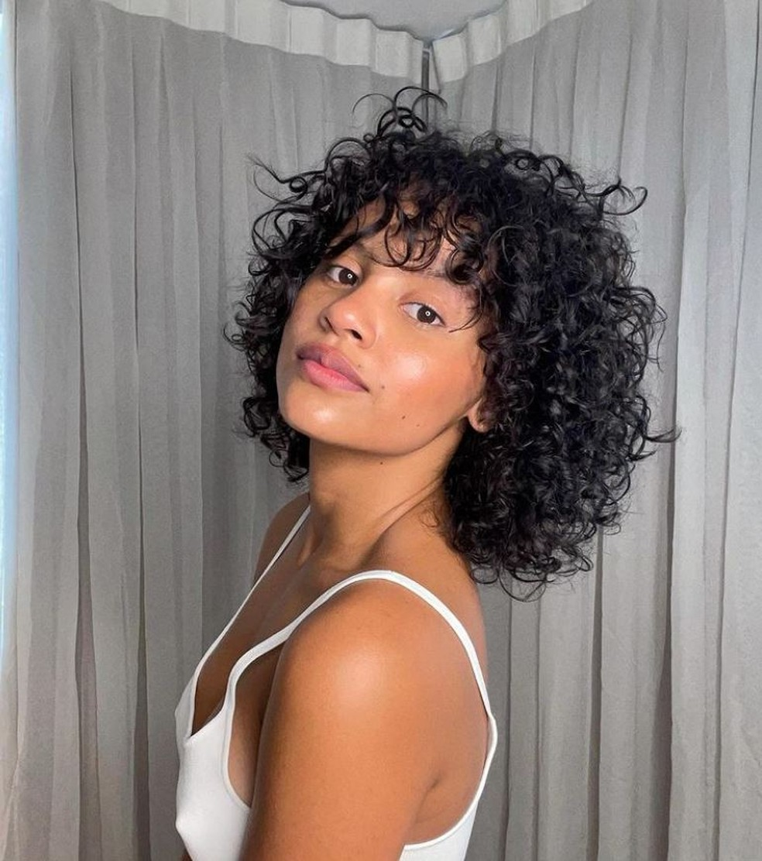 Mesmo com as dificuldades, Gleici diz amar estar vivendo a transição capilar, considerada por ela como uma libertação, principalmente pela possibilidade de poder usar o seu cabelo como quiser. (Foto: Instagram)